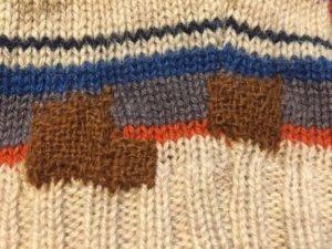 ダーニングでセーターの穴をお直し